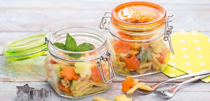 Pasta con carote e zucchine.  Per leggere la ricetta: http://myhome.bormioliroccocasa.it/myhome/it/home/spazio-alle-idee/mani-in-pasta/pasta-con-carote.html