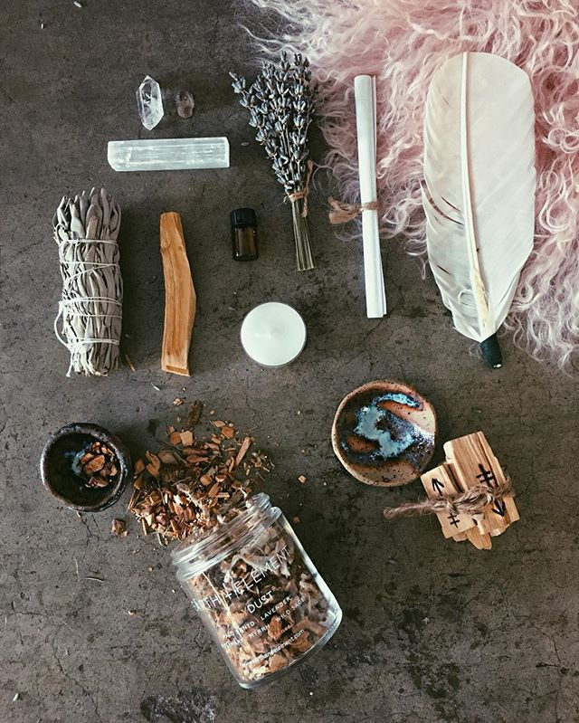 ✧♢☽ MINDFÛLNESS ✧♢☽ We have a curation of Energy Cleansing kits full of smudge sticks, healing crystals, essential oils. Palo Santo wood burning kits and many more treasures to bring in this new year with mindful intentions ✧♢☽ ♢✧ #childofwild #freshstart