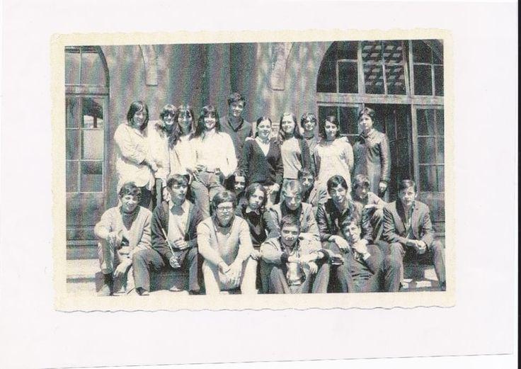 Photo de classe 1ère ECONOMIE de 1969, LycÉE Climatique D'Altitude - Copains d'avant