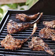 Μια μοναδικά νόστιμη συνταγή για παϊδάκια με καταγωγή από το Ουζμπεκιστάν. Η μαρινάδα κάνει το κρέας τρυφερό και συνάμα του χαρίζει μια μεστή νοστιμιά από τα υπέροχα μπαχαρικά