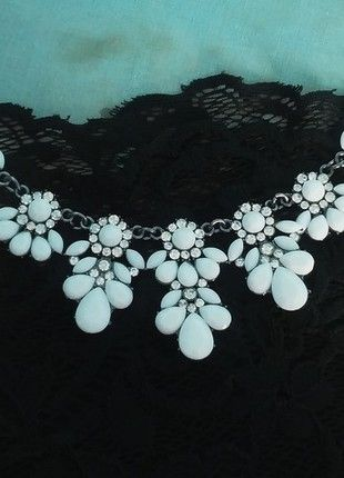 Kup mój przedmiot na #vintedpl http://www.vinted.pl/akcesoria/bizuteria/9858416-kobieca-kolia-lezki-biala-krysztalki