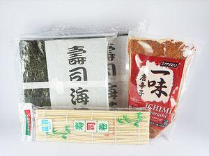 nori Takaokaya + sushi mat + bubuk cabe - P. Keluarga2 Beli Paket Lebih Praktis isi paket keluarga2: - 2 nori takaokaya @50 lembar - 1 Sushi mat/ gulungan sushi 24 cm x 24 cm - 1 Bubuk cabe ichimi togarashi 300gram + FREE 5 pasang sumpit kayu