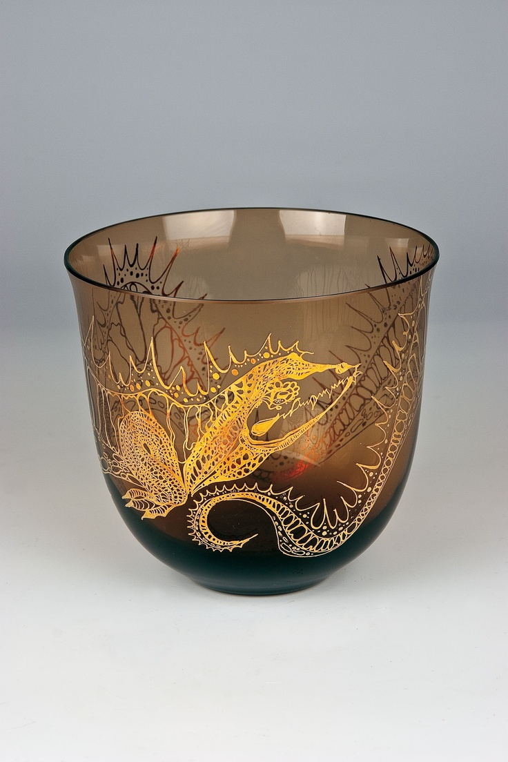 Glass cup decorated with a stylized painting of a dragon made by gold, student work of Fratisek Tejml, H: 13,2 cm, 1950