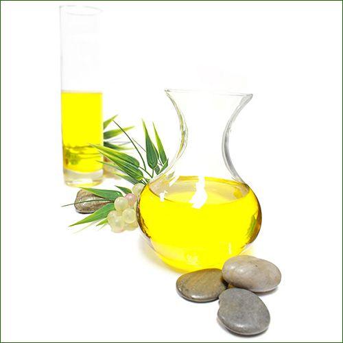 Franchement, si vous vous rendiez en pharmacie pour un mal de gorge, l'huile de ricin serait certainement le dernier remède que vous demanderiez. Et si vous le faisiez, attendez-vous à des réactions pour le moins embarrassantes. Oui, au cas où vous ne le sauriez pas, l'huile de ricin est un puissant laxatif. À une époque …