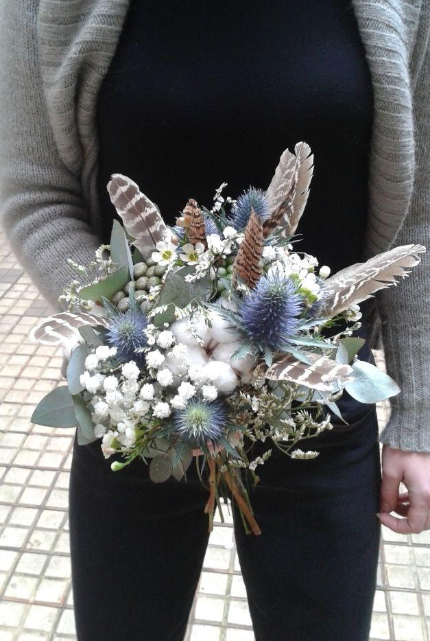 bouquet givré mariage hiver, chardons plumes de faisan et fleurs de coton