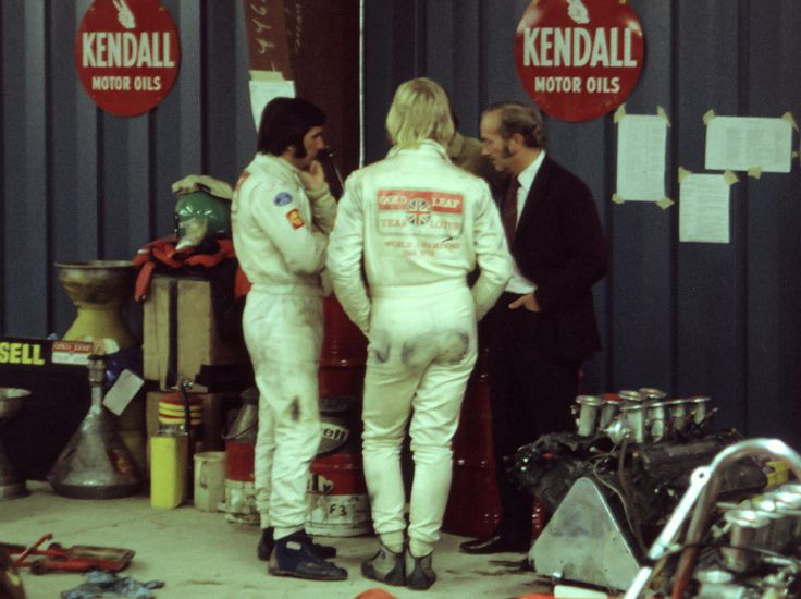 Emirson Fittipaldi and Reine Wisell / Lotus.