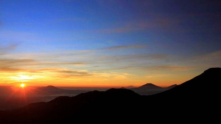 HARGA PROMO!! Paket Wisata Dieng 3 Hari 2 Malam dari Jakarta. Nikmati keindahan Gunung Prau dan Golden Sunrise lengkap dengan Wisata Budaya, Candi Dieng, Telaga Warna plus kompleks Goa Alam, Kawah Sikidang, dan lain sebagainya.  For more Information, PRICE Packages & Registration please call: CALL/SMS/WA 0813-8171-5671 – Bpk Nanang