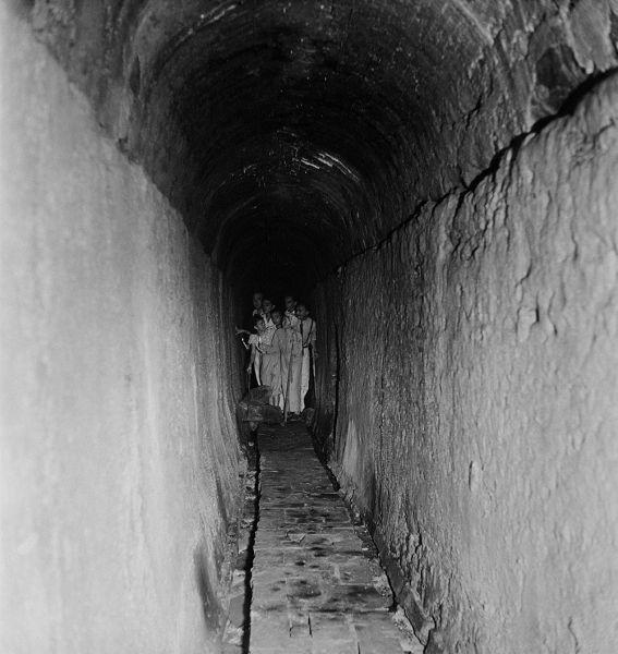 Túnel da Fonte do Ribeirão. Maranhão. foto: Pierre Verger