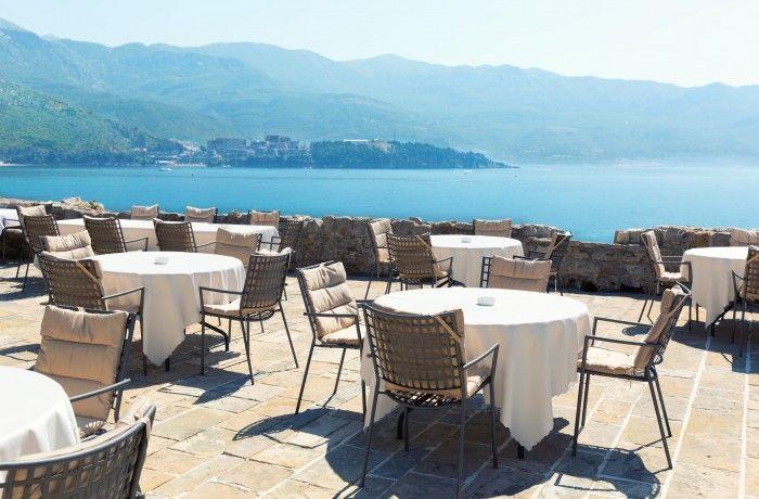 Onyx Lobby café on a terrace