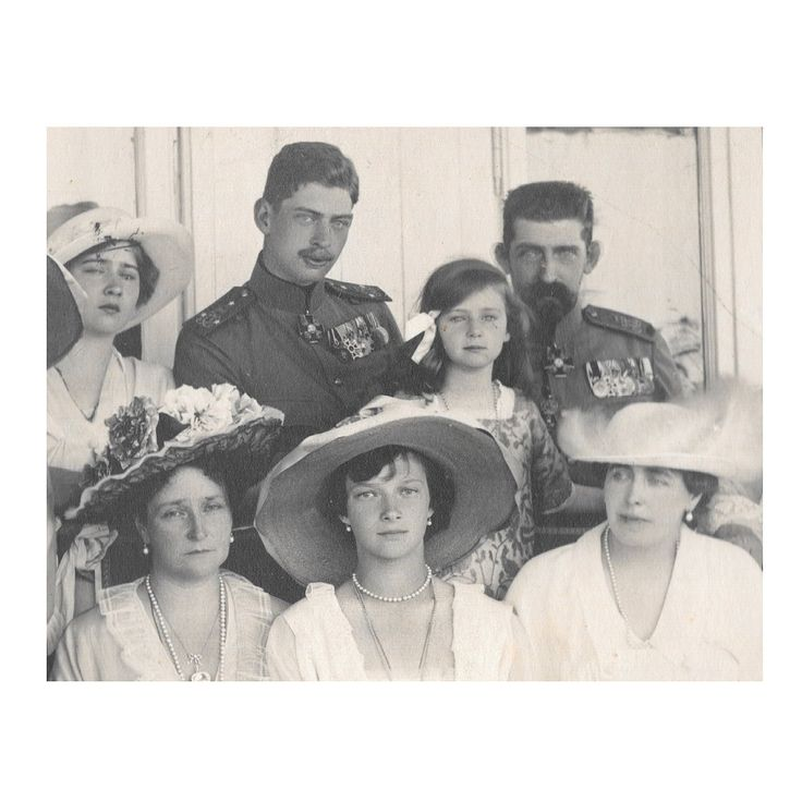 Alexandra Feodorovna and Tatiana Nikolaevna with the Romanian royal family in Constanta, June 1914.