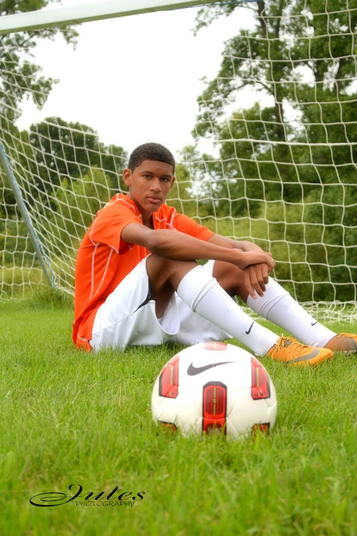 Jules Photography, De Pere, WI, Male soccer senior picture pose