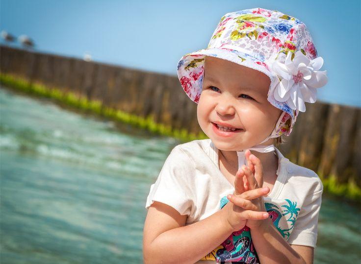 Sweet girl & sun & TUTU hat... Słodka dziewczynka & słońce & kapelusz TUTU...