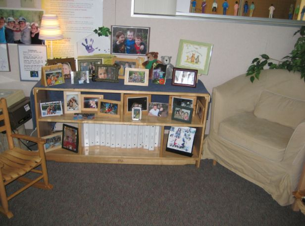 Family corner - at Cuyamaca College - Child Development Center by Anna Day ≈≈ I really like the picture frames, portfolios, sitting area ≈≈ For more inspiring pins: http://pinterest.com/kinderooacademy/classroom-community/
