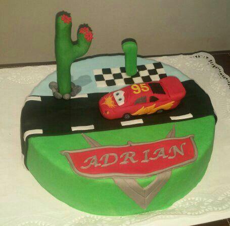 Tarta de Cars para el primer cumple de Adrián!!