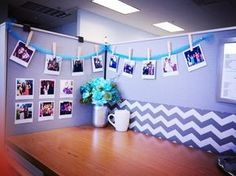 Tutorial to print Polaroid photos from home! Perfect for instagram pictures, free and easy. DIY office cubicle decor, work desk makeover. Via thebeetique.blogspot.com