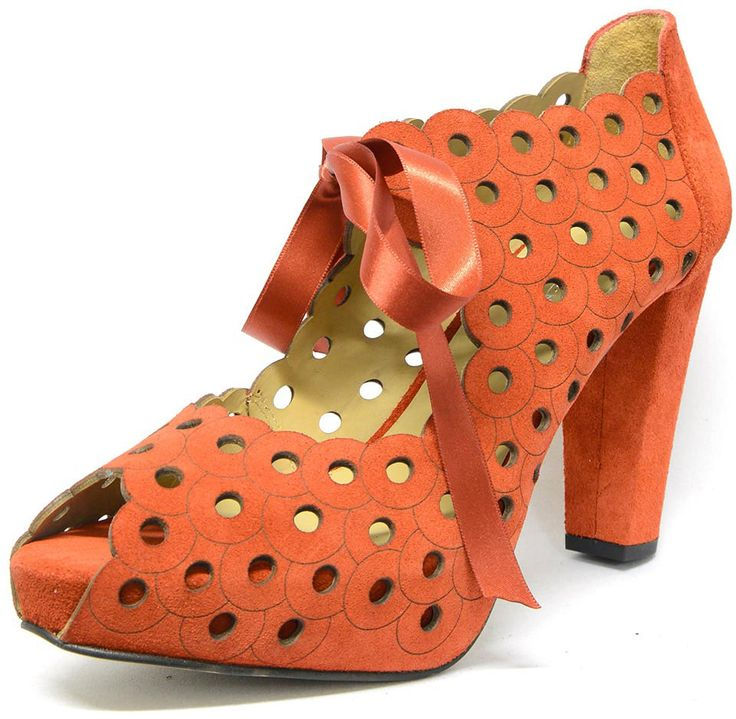 chaussure fantaisie à patin. idéale pour être élégante. Tout cuir et du 42 au 48 en stock, #chaussure, #chaussurefemme , #grandetaille, #grandepointure, #femme, #mode  , #talonhaut, #talonaiguille, #gay, #travesti, #sexy