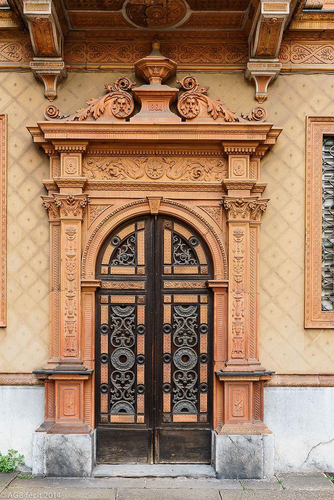Milano L'ingresso della casa di Alessandro Manzoni, in piazza Belgioioso #TuscanyAgriturismoGiratola