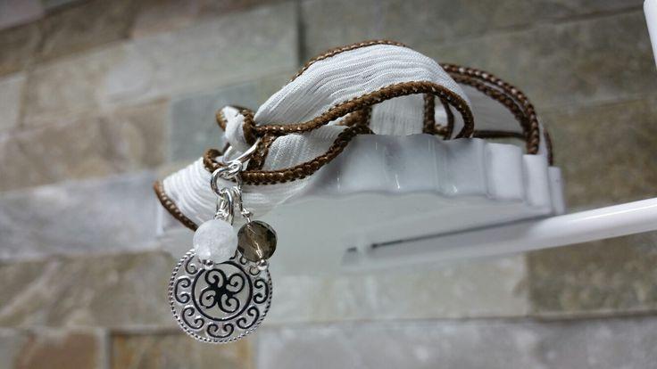Seidenband mit passenden Silber Anhänger
