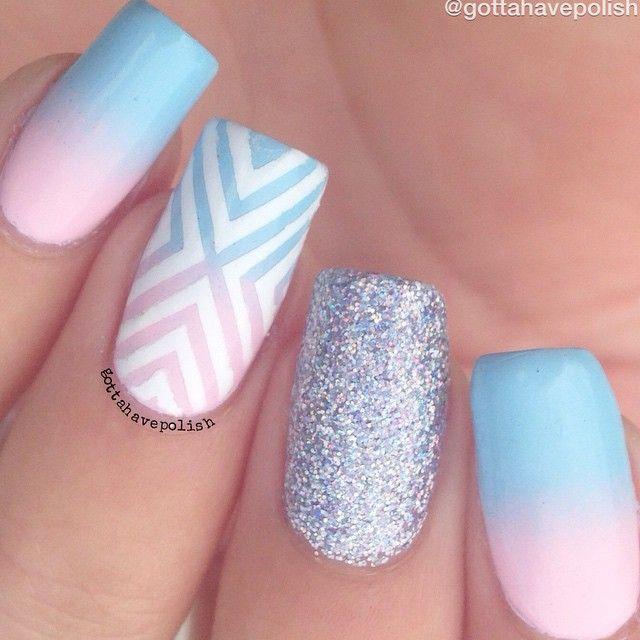 Unhas degradê azul e rosa com filhaunica de glitter prata!  pinterest: @Giovana
