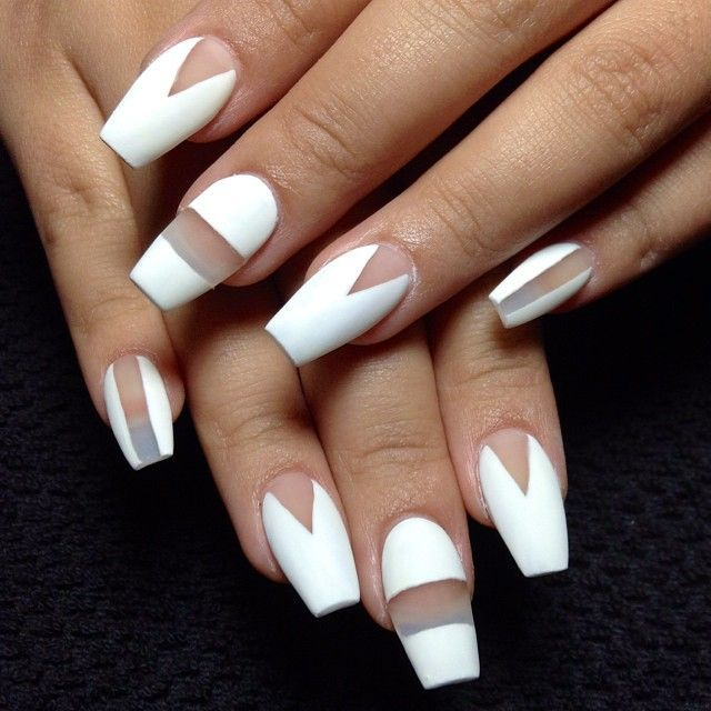 Coffin nails with negative space #whitenails #nailart #negativespace