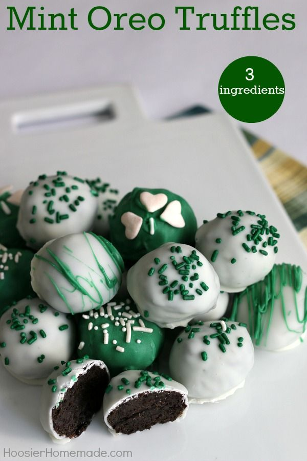 Mint Oreo Truffles - ONLY 3 ingredients is all you need for these delicious St. Patrick's Day treats!