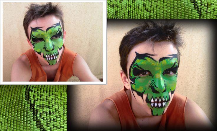 Maquillaje de calavera tribal de lagarto realizada con acuacolor en tonos verdes