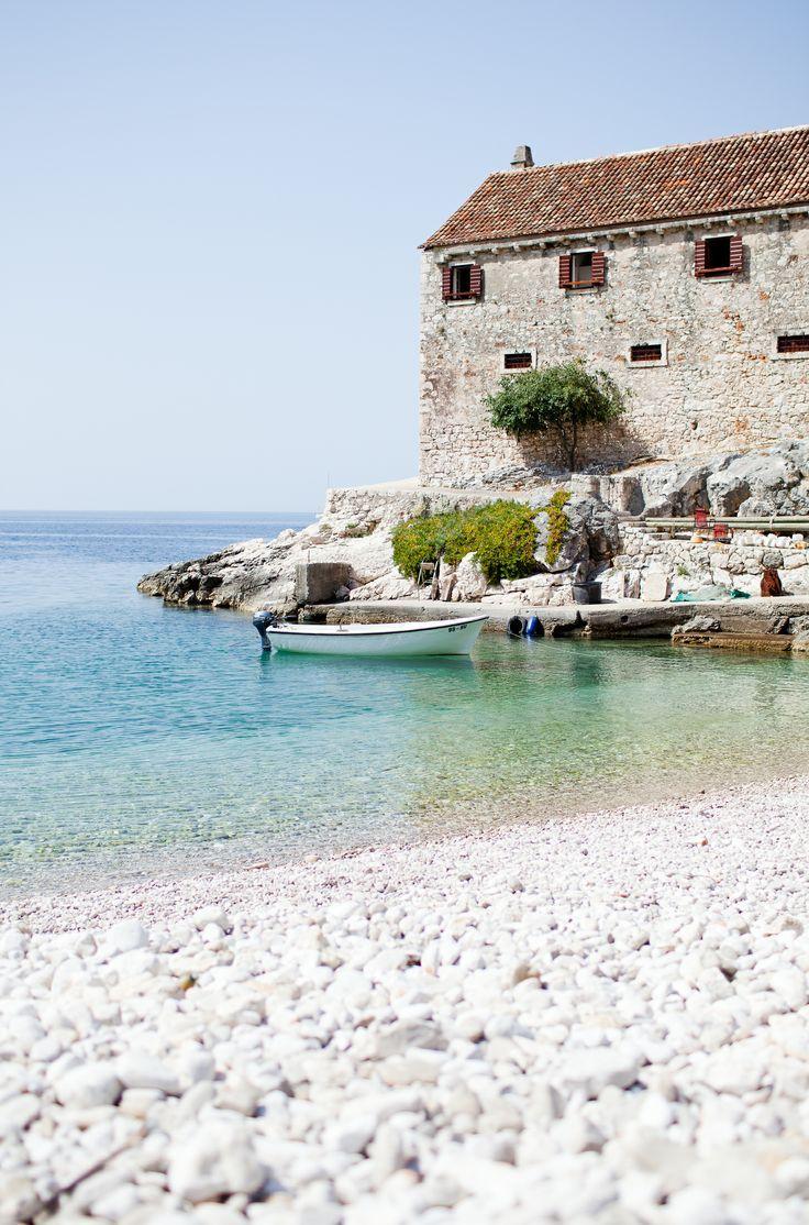 De plaats Hvar in Kroatië. Aanrader voor je roadtrip voor een heerlijke vakantie.