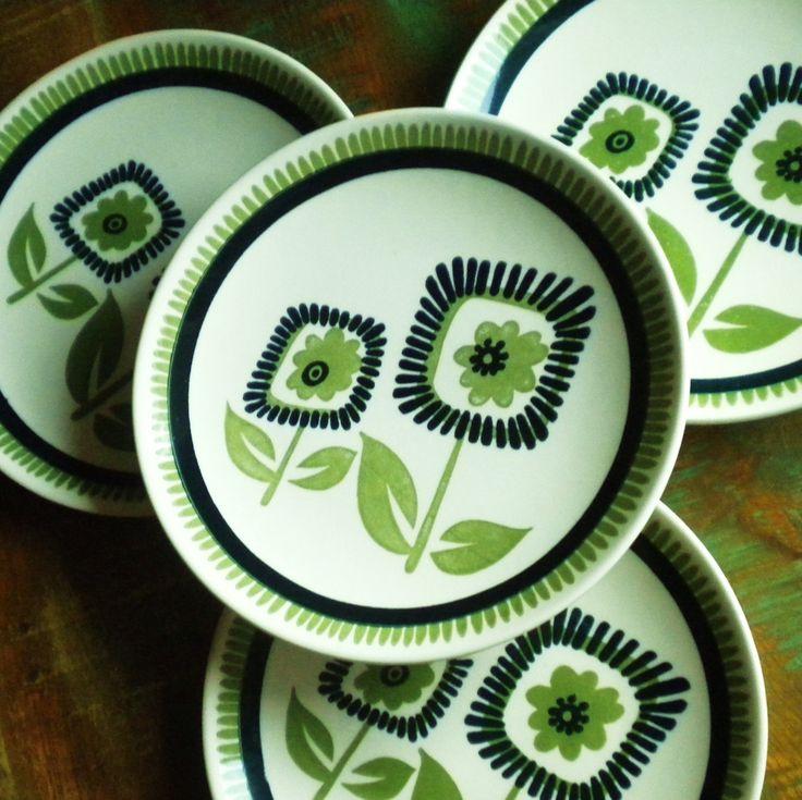 17 best images about vintage mod dinnerware on pinterest bean pot advertising and vintage - Funky flatware sets ...