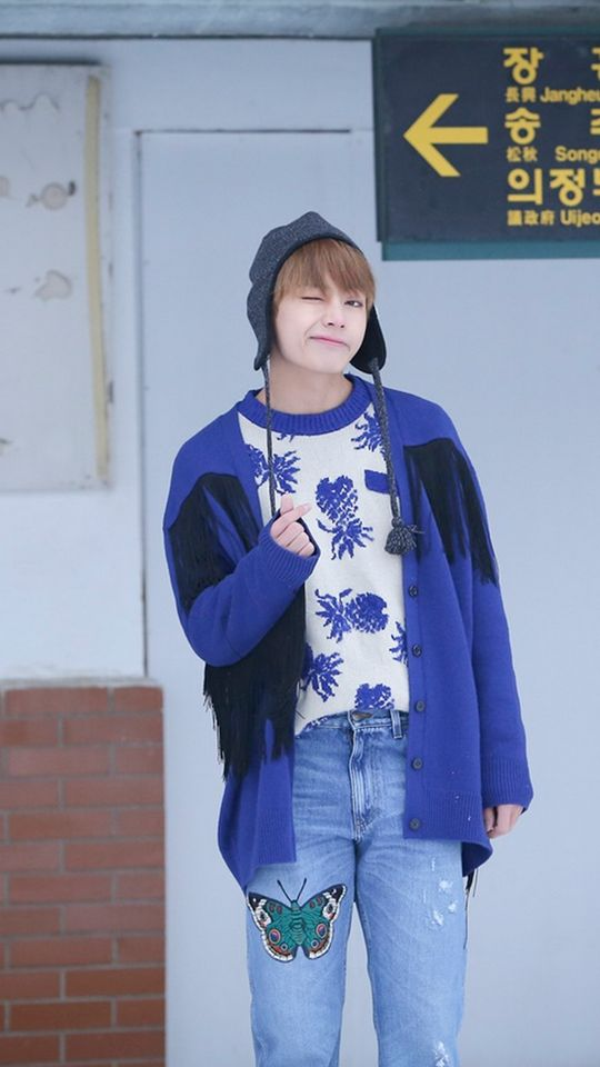 TaeTae looks so cute