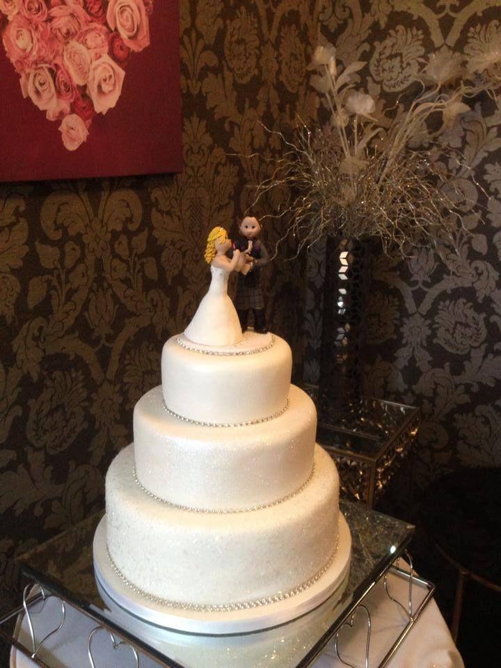 Sensations Cakes at www.edinburghbridesweddingguide.com