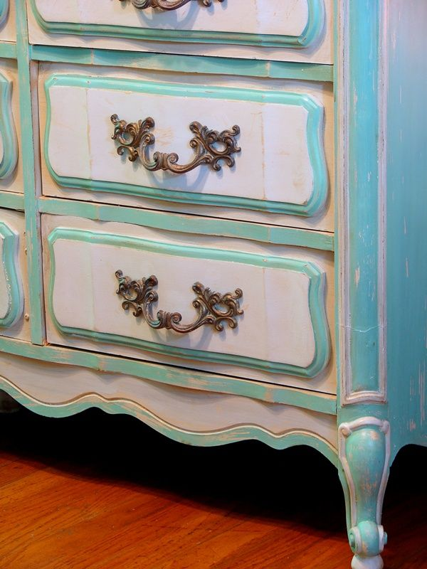 25 Best Ideas About Blue Distressed Furniture On Pinterest Blue Furniture Inspiration Yellow