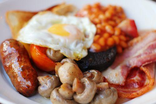 фоны, бекон, завтрак, яйца, фитнес, еда, полезное, грибы, вкусное, помидор, обои для рабочего стола, шампиньоны, бекон, грибы, сосиски, фасоль
