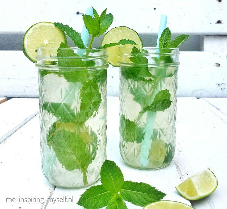 Dit  #kokoswater met #limoen en #munt is heerlijk op warme dagen en heel makkelijk te maken! #meinspiringmyself #drankje #fris #zomer