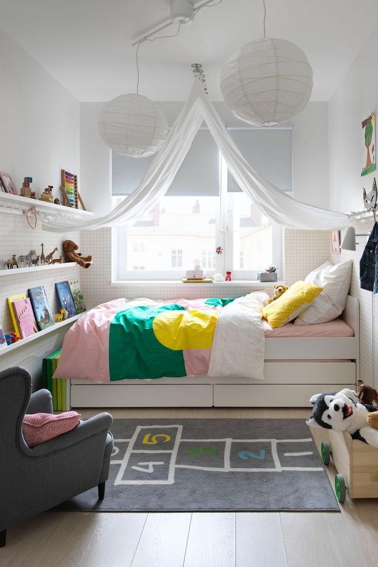 IKEA Deutschland | Ein dezenter Schatten, der das Licht von außen abschirmt und …   – Zimmerdecke