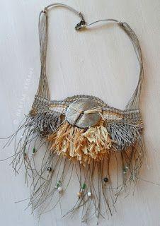 Marina Seoane - Ilustraciones: Collar en rafia y lino natural