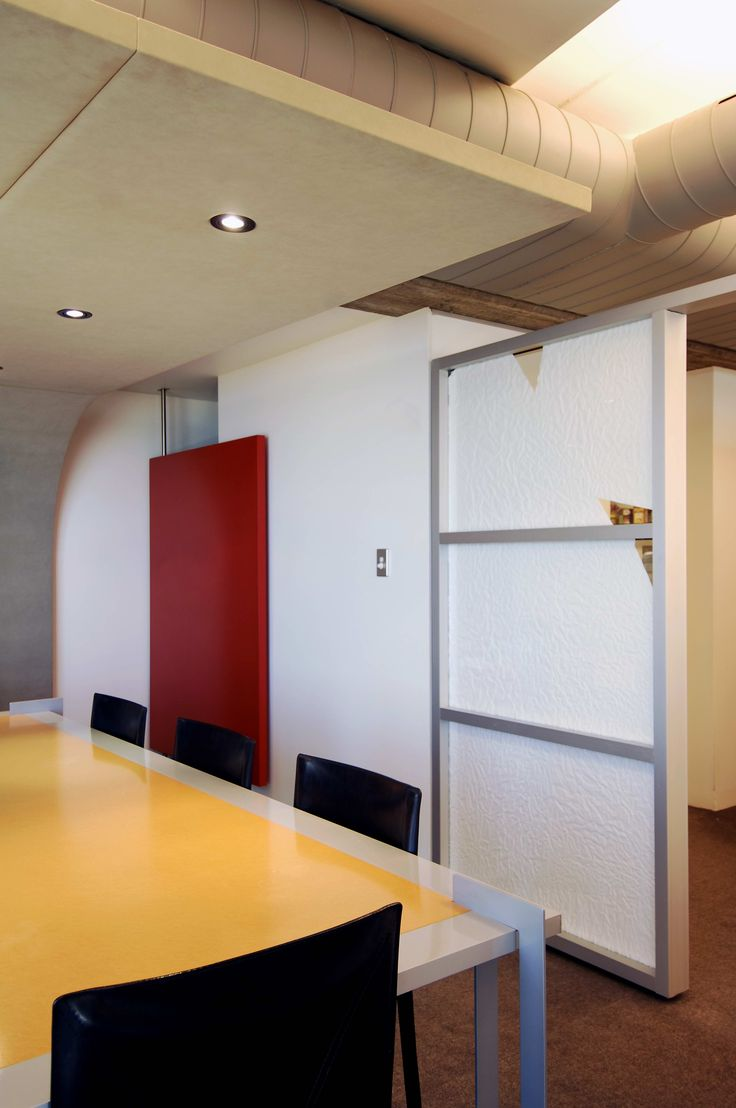 Meeting room with curved sound absorbing ceiling panel by Pivot Design (Sharon Fraser and Brooke Aitken)
