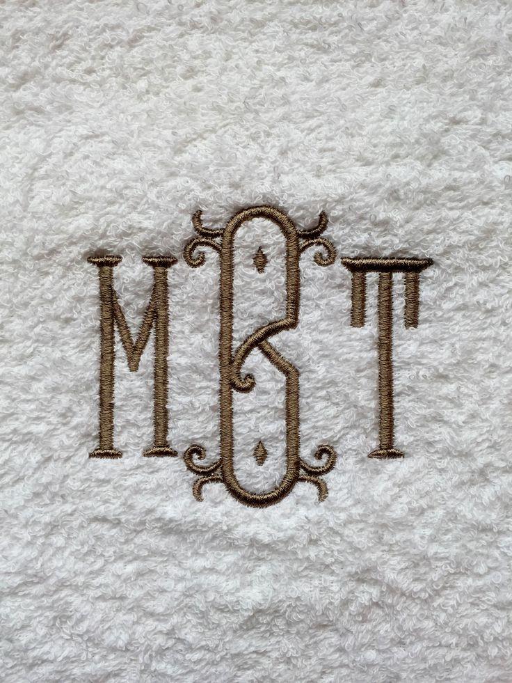Håndklær med nydelige broderte motiv, og monogrammer. Vi har også personlige servietter, badekåper, håndklær, og forklær med eget monogram til dåp, bryllup, hytten, båten etc. Skriv inn ønskede bokstaver og bestill direkte i vår nettbutikk.