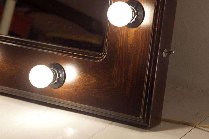 http://www.samhomedecor.com/wp-content/uploads/2015/07/Bathroom-Mirrors-with-Lights-Around.jpg
