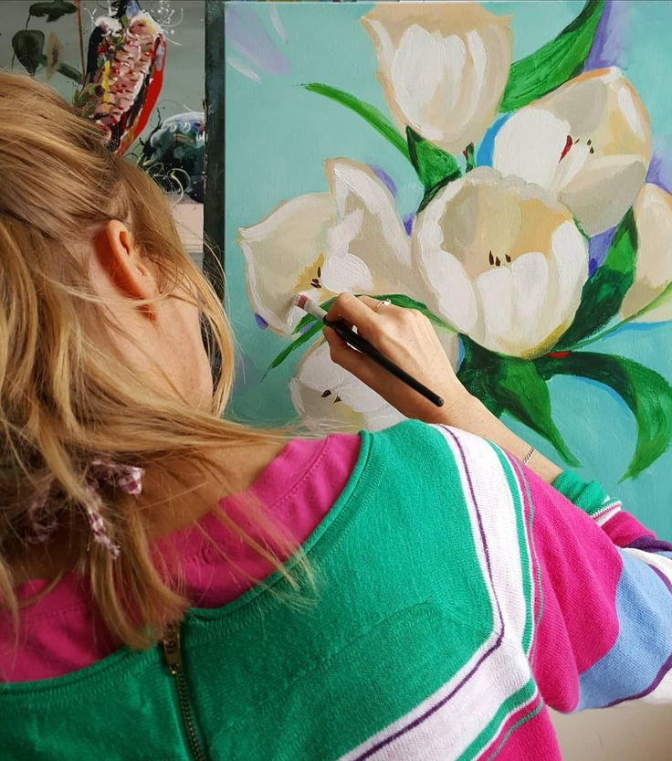 60 vind-ik-leuks, 7 reacties - Eduard Moes art studio (@eduardmoes_artstudio) op Instagram: 'Spring is in the air! Happy flowerpainting in the studio. White tulips from Holland. Lente in t…'