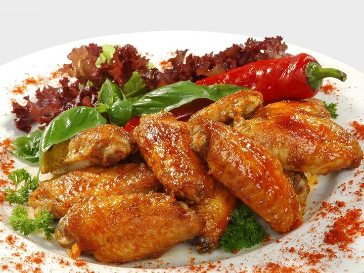 """Куриные крылышки """"Буффало"""" (buffalo wings) - это одно из самых что ни на есть культовых американских блюд. Очень популярны такие крылышки в барах, особенно в спортивных/пивных заведениях. Крылышки…"""
