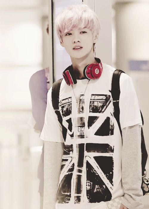 LuHan 루한 from EXO 엑소, love this photo of him ♥