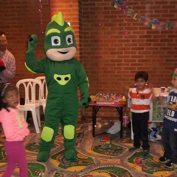 Alquiler de muñecos para eventos y fiestas infantiles reserva tu personaje favorito con nosotros y llamanos aquí o escribenos por whatsApp 3204948120 #fiestasinfantiles #fiestasinfantilesbogota #recreacionistasbogota #muñecosparafiestasinfantiles #chiquitecasbogota