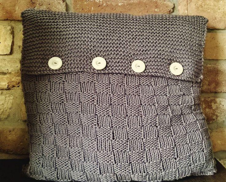 strickanleitung f r ein kuschliges sofa kissen mit kn pfen im landhauslook nr 2 handarbeit. Black Bedroom Furniture Sets. Home Design Ideas