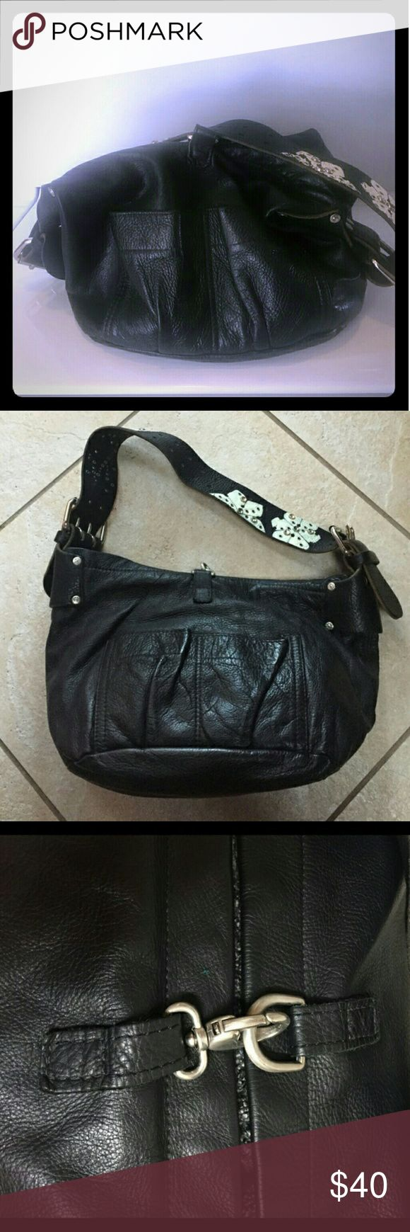 Tylie Malibu black floral leather slouch bag Tylie Malibu black floral leather slouch bag. This is a reposh. Please don't lowball me. I'm just trying to get my money back. Super cute bag. 10 x 9. Just too big for my meager necessities lol tylie malibu Bags Shoulder Bags