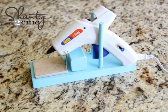 DIY Glue Gun Stand Tutorial - click here to find out how to keep glue from getting all over your work surface!