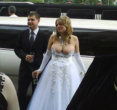 OMG! Wouldn't you laugh yourself silly!!  Walmart wedding.......