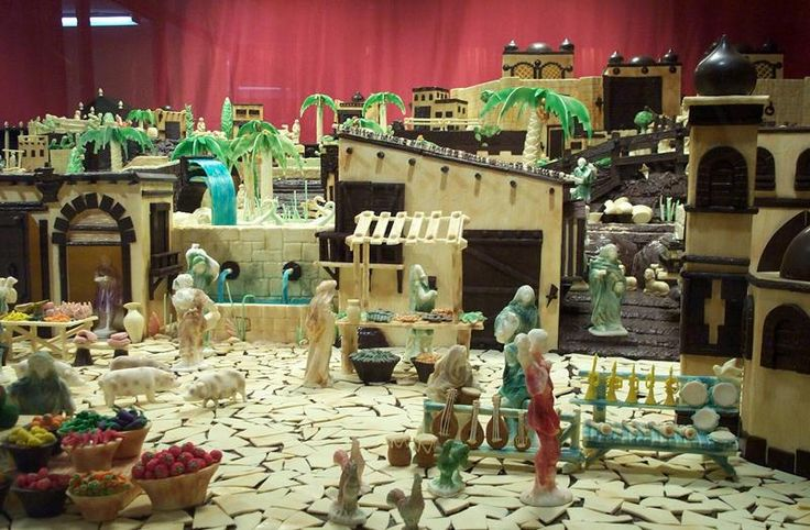 Las tradiciones navideñas tienen orígenes dispares;algunas ni siquiera estaban relacionadas con la Navidad.Nos centraremos en los belenes y los villancicos.
