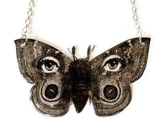 Surreal Traça da borboleta Colar Fornasetti preto e branco Olhos Avant Garde Vintage Jóias Declaração de Ilustração