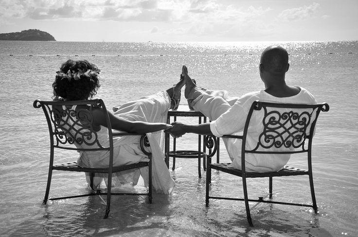 15 Tips to Make Your Destination Wedding Easier - Sandals Wedding Blog #destinatioweddingplanning #destinationweddings