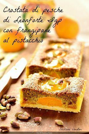 Crostata con frangipane al pistacchio e pesche
